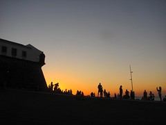 Quarta sunset 432 (Viva as Cores - Márcia Aki) Tags: sunset sunsetlover silhuetas sky people salvador bahia brasil nordeste sea light