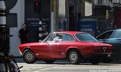 Alfa Romeo 2000 GTV 1971 (XBXG) Tags: 6999sp alfa romeo 2000 gtv 1971 alfaromeo ar gt veloce coupé coupe red rood rouge pc hooftstraat van baerlestraat amsterdam nederland holland netherlands paysbas vintage old classic italian car auto automobile voiture ancienne italienne italie italia italy vehicle outdoor