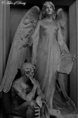 Bologna, Cimitero Monumentale della Certosa di Bologna (Sven Kapunkt) Tags: bologna certosa monumentale cimitero cemetery cemeteries cimetière friedhof friedhöfe gräber grab graveyard grabmal gothic italia italy italien statue engel angel