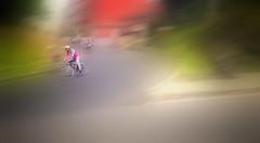 Ciclista de la tercera edad, en la tercera vuelta de la tercera carrera en su tercer año. (FOTOS PARA PASAR EL RATO) Tags: cdmx carrera calles textura movimiento viejo ciclista ciclismo
