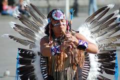 Native American (Элвин Ваутерсе) Tags: native american indian apache flute street performer performance entertainer entertainment skylinestudio nikon d40 elwinw music colors colours feathers copenhagen denmark dnk