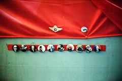 russian popstar (Walther Le Kon) Tags: analog film russia russland russischeförderation udssr ussr flag russianflag wladimirwladimirowitschputin elpresidente lupenreinerdemokrat demokratischerautokrat staatsmann staatsmacht staatsmächtiger russianbear russischerbär bärenfell orden buttons