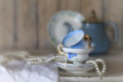 tea for two... (s@ssyl@ssy) Tags: velvet56 lensbaby vintage tea stringofpearls