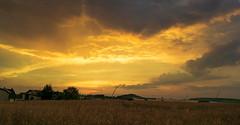 Sommerabend (Stille Wasser) Tags: sonnenuntergang dorf ländlich himmel wolken gegenlicht