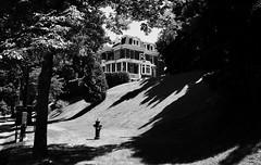 J'ai pensé à Edward Hopper sans les couleurs... (woltarise) Tags: côtesaintecatherine chemin montréal demeure huppé quartier ombreslumière arbres ricohgr