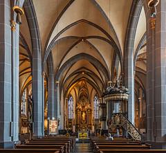 St. Lambertus (Düsseldorf) (ulrichcziollek) Tags: backsteingotik nordrheinwestfalen düsseldorf kirche kirchenschiff gotik gotisch gewölbe deckengewölbe kreuzgewölbe