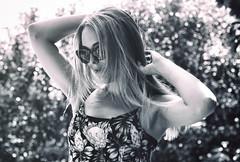 Summer time (michael_hamburg69) Tags: hamburg grmany deutschland monochrome woman sunglasses schwarzweiss ruby photowalkwithkathyruby ♀ summer dress