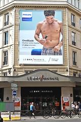 Bazar de l'Hôtel de Ville (just.Luc) Tags: man male homme hombre uomo mann seminude seminu halfnaakt halfnaked shirtless torsenu barechested parijs parigi paris îledefrance france frankrijk frankreich francia frança ad reclame publicité europa europe razor scheerapparaat rasoir erotic homoerotic