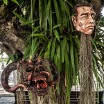 Máscaras en el Templo Blanco, Chiang Rai, Tailandia thumbnail