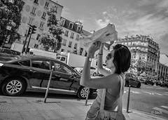 Chaud (Jack_from_Paris) Tags: l1013497bw leica m type 240 10770 leicasuperelmarm13421mmasph 21mm lightroom capture nx2 noiretblanc bw rangefinder télémétrique dng mode wide angle street paris 13 sun soleil avenue urban urbain se protéger