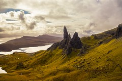 The Old Man of Storr 1/2 (-Aperture-) Tags: scotland 2017 herbst autumn schottland canon eos 6d mark ii m3 ef100 macro usm ef35 is efs 1018 stm skye amsterdam hafen harbour cruise travel reise schiff ship landschaft landscape berg hill loch viewpoint street a82 sun sunny sonne sonnig aussichtspunkt himmel sky old man storr alter mann von