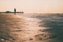 -i~~~ (_elusive_mind_) Tags: beach ocean waving licht illuminated brokentime meer simplicity water sea