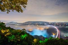 IMG_4283 (kau1208) Tags: 台灣 高雄 燕巢 大崗山 小崗山 國道3號 車軌 雲海 琉璃光