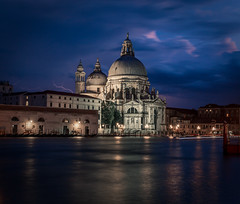 Venecia under the storm with lightnings (Iñigo Escalante) Tags: venecia venice storm lightning italia italy blue river church night sunset clouds cathedral summer 2018