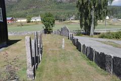 dag32, vakantie 2018, 29-7-18_1171 (leoval283) Tags: flesberg staafkerk stavkirke omheining graniet begraafplaats noorwegen norway holiday vakantie 2018