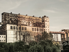Ruine Industrielle (MomoFotografi) Tags: vieuxport montreal city mzuiko 12100mm industry abandonned oldport port ruine rust