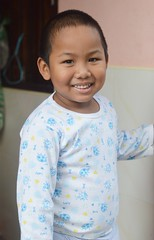 smiling boy in pajamas (the foreign photographer - ฝรั่งถ่) Tags: jul102016nikon smiling boy child pajamas khlong thanon thailand nikon d3200
