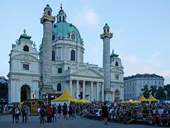 Beim Popfest vor der Karlskirche (Wolfgang Bazer) Tags: karlskirche karlsplatz popfest kreiml samurai hiphop wien vienna österreich austria kirche church barock baroque barockkirche