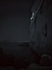 Lupo solitario. (Pedro de Montjuic) Tags: naples posillipo sea palace balcony night softlight summer