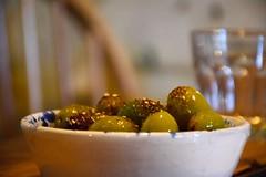 Olives (jpdu12) Tags: olive jpdu12 jeanpierrebérubé nikon d5300 vert fruits fruit bol resto entrée