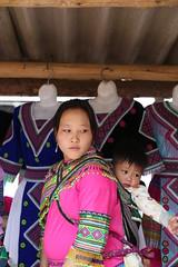 8N1A8357- VIETNAM vers Lao Cai le petit marché de Cao Son et ses ethnies richement vêtues (Lionel Corréia) Tags: asie asia asian vietnam vietnamnord nortvietnam vietnamscene scènesdevie ethnie