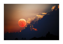 Shy Blood Moon (memories-in-motion) Tags: 2018 27072018 haagiob mondfinsternis lunar eclipse trabant shadow schatten clouds light sky red bood moon mond canon stars photography astro constellation nature silence mood night imagination