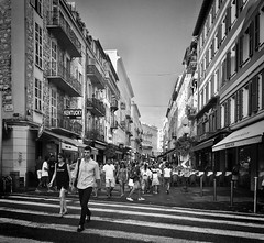 """Urban"" (giannipaoloziliani) Tags: downtown urbanexplorer livelife people street capturestreets capture flickr europa europe monochrome monocromatico blackandwhite biancoenero nikoncamera nikonphotography nikon streetphotography streetlife citylife city città france francia nizza nice"