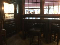 The Grapes Pub, Oxford Street, Southampton (John D McDonald) Tags: thegrapes oxfordstreet titanic england britain greatbritain wessex geotagged iphone iphone7plus appleiphone appleiphone7plus