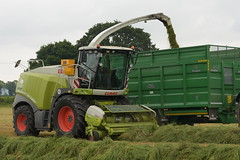 Claas Jaguar 960 Self Propelled Forage Harvester (Shane Casey CK25) Tags: claas jaguar spfh green ballyhooly 960 self propelled forage harvester traktor traktori tracteur trekker trator ciągnik silage silage18 silage2018 grass grass18 grass2018 winter feed fodder county cork ireland irish farm farmer farming agri agriculture contractor field ground soil earth cows cattle work working horse power horsepower hp pull pulling cut cutting crop lifting machine machinery nikon d7200