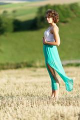 Pura vida (Elenovela) Tags: portrait woman girl summer sommer feld mode fashion dof sonya7s zeiss135mmf18 porträt