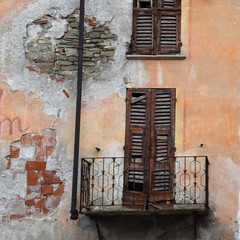 Remember (YIP2) Tags: decline decay street windows city urban minimal minimalism line lines stripes simple less linea detail geometry pattern design yellow details abstract construction urbandetail texture surface outside building wall cuneo piedmont piemonte italy italia travel balcony