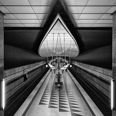 Munich Underground (Leipzig_trifft_Wien) Tags: münchen bayern deutschland de architecuture metro metrostation modern contemporaray city urban contrast building blackandwihite blacknwhite pov perspective