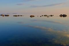 DSC_5356 (ville koponen) Tags: merimaisema kallo iltaaurinko kivet heijastus nikon24mm18 nikond750 meri tyyni