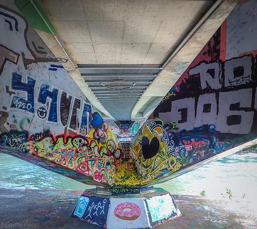 unter der bruecke (Augartenbruecke ueber den Donaukanal) Wien | 2018-07