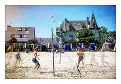 Beach volley (Briren22) Tags: jeu volley plage beach villa sable mer vacances été