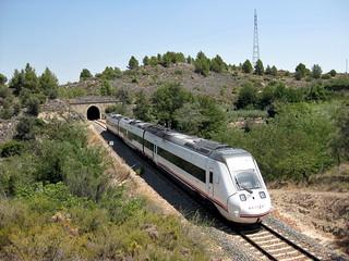 Tren de media distancia de Renfe (Valencia-Zaragoza Miraflores) a su paso por JERICA (Castellón)