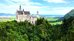 The Castle Neuschwanstein (ANBerlin) Tags: märchenhaft fairytale natur nature struktur structure ausergewöhnlich extraordinary landleben country countryside architektur architecture wolken clouds himmel sky heaven berge hills mountains wald forest wälder woods sehenswürdigkeit pointofinterest pov drausen outdoor ländlich rural landschaft landscape deutschland germany allgäu bayern bavarian bavaria schwangau marienbridge marienbrücke neuschwanstein schloss castle anb030 shotoniphone iphotography iphonography 8plus iphone8 iphone apple