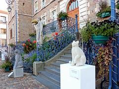Chien et chat, J. Chauchard (Raymonde Contensous) Tags: exposition art jeanchauchard sculptures chat chien auvergne puydedôme issoire