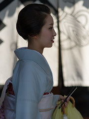 graceful (byzanceblue) Tags: kyoto maiko geisha geiko kagai japan japanese woman girl female beauty cute beautiful 京都 kimono gion dance lovely 舞妓 舞踊 traditional kanzashi formal 祇園 black 花街 white color colour flower nikkor background people photo portrait professional lady lovery 芸妓 着物 bokeh red traditonal summer natural 祇園甲部 祇をん ぎをん fresh shadow 黒紋付 shirt 福嶋 elegant