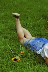 #ProjectNeverland (Lookbook + Food): #VincentvanGogh (TheJennire) Tags: photography fotografia foto photo canon camera camara colours colores cores light luz young tumblr indie movie cinema film vincent vincentvangogh art artist paintings book dutch 2018 50mm nature summer summervibes fashion style lookbook food comida clothes projectneverland photoshoot conceptualphotography legs shoes grass detail vangogh sunflowers flowers