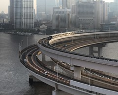 Sharp Turn (seiji2012) Tags: 東京レインボーブリッジ モノレール 東京 芝浦 首都高 tokyo rainbowbridge yurikamome monorail tokyobay shibaura