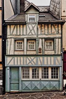 Trois regards sur l'architecture à Rouen II/III : une petite maison à colombage façon Patrick...