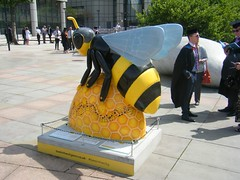 Manchester Bee — Buzzwig van Bee-thovan (rossendale2016) Tags: lines steps location stop tramway tram space open underground park car large conference statue barbirolli john sir hall bridgewater near hotel midland railway station destination tourist place central area greater over all located spread different 101 hundred one september july sold event colourful iconic composer beethoven batehoven van wig buzz charity bees wuarter northern centre city art street manchester