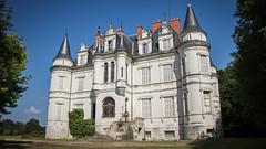 Château Poséidon (Fla(v)ie) Tags: urbex abandonné abandoned abandonedcastle châteauabandonné châteauposéidon châteaudulaitier château castle châteaurodneyalcala