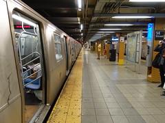 201807034 New York City subway station '14th Street' (taigatrommelchen) Tags: 20180728 usa ny newyork newyorkcity nyc manhattan chelsea central perspective icon urban railway railroad mass transit subway tunnel station train mta r160a