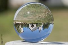 A l'envers... (Philippe Bélaz) Tags: boule effets insolites inverse sphère