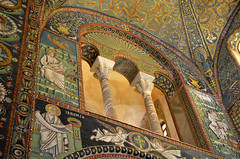 Architecture et mosaïques (RarOiseau) Tags: ravenne italie emilieromagne édificereligieux époquemédiévale intérieur mosaïque architecture eu middleages v1000