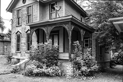 abandoned home in Bay City (TAC.Photography) Tags: baycitymichigan abandoned derelict monochrome bw blackandwhite oldhouse house lefttorot tomclarknet tacphotography