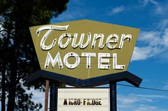 Towner Motel (dangr.dave) Tags: townermotel neon neonsign tx texas downtown historic architecture quitman woodcounty