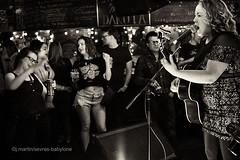 Samantha Martin at the Dakota Tavern (sevres-babylone) Tags: ©jmartinsevresbabylone toronto zeiss planar 50mm f20dakotatavern samanthamartin deltasugar june2017 170603002823efextn1024a silverefexpro